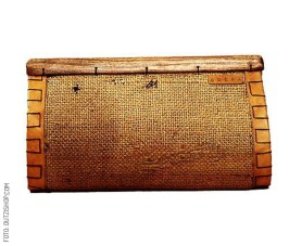 Clutch-With-Tropical-Wood-Closure-dutzi-design