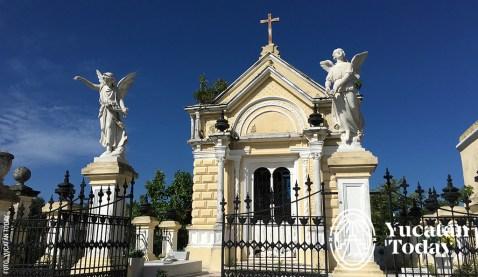 avenida-de-los-mausoleos-cementerio-general-mausoleo-del-clero-católico