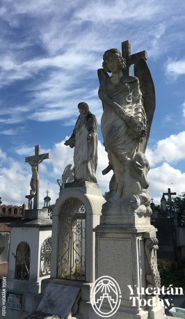 figuras-religiosas-avenida-de-los-mausoleos-cementerio-general