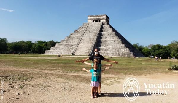 Pirámide El Castillo Chichén Itzá by Cassie Pearse