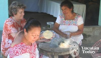 Señora mestiza que trabaja las tortillas by Carlos Rosado IMG_9227