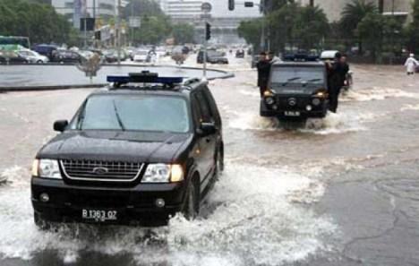 langkah-awal-jika-mobil-terendam-banjir-201211221041588083