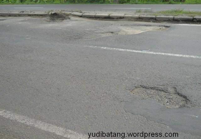 lubang jalan pantura