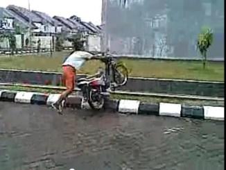 motor bisa mengendalikan ridernya