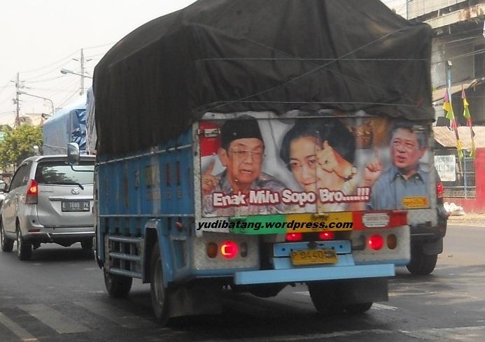 Galery gambar dan tulisan unik dibelakang bak truk