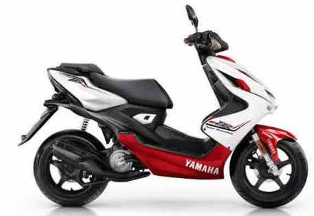 2015-Yamaha-Aerox-R-EU-Absolute-White-Studio-002