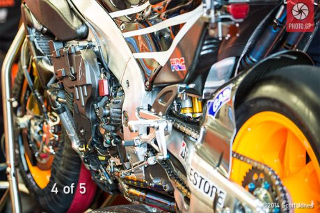 Honda-engine-pit-lane-Silverstone-S