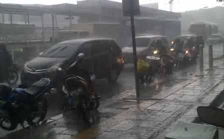 hujan-macet