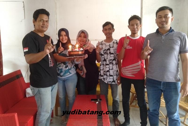 Terharu,..yudibatang dapat kiriman kue ulang tahun dari Astra Motor Center Semarang