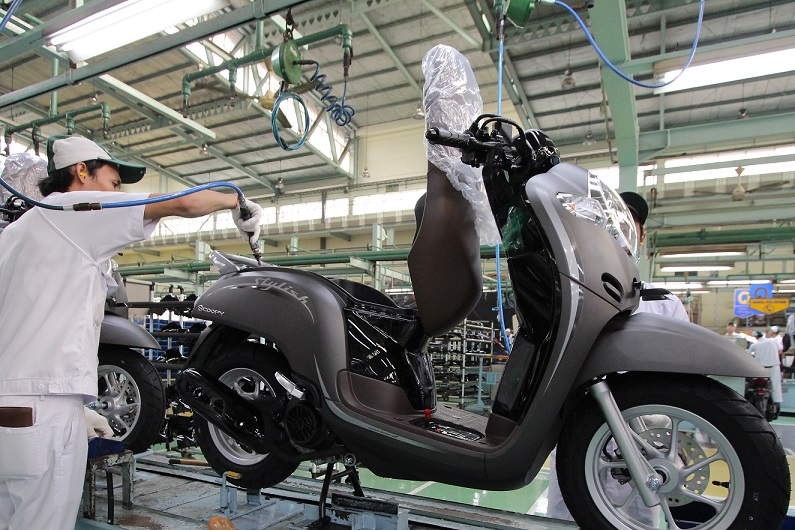 warna baru New Honda Scoopy, membuat karakter fashionable semakin kuat
