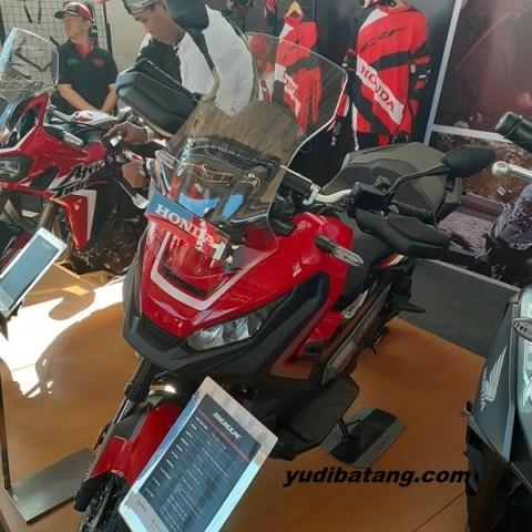 melihat Honda X-ADV