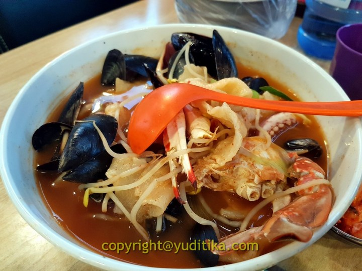 spicy hand pulled dough soup with seafood anguk jongno seoul