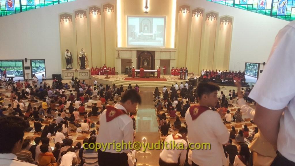 Suasana Misa Jumat Agung di Lembah Karmel, Cikanyere