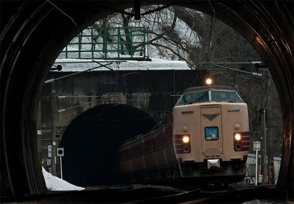 雷鳥のトンネル抜き