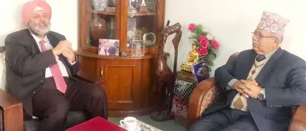 नेता माधव कुमार नेपाल र भारतीय पुरीबीच भेटवार्ता