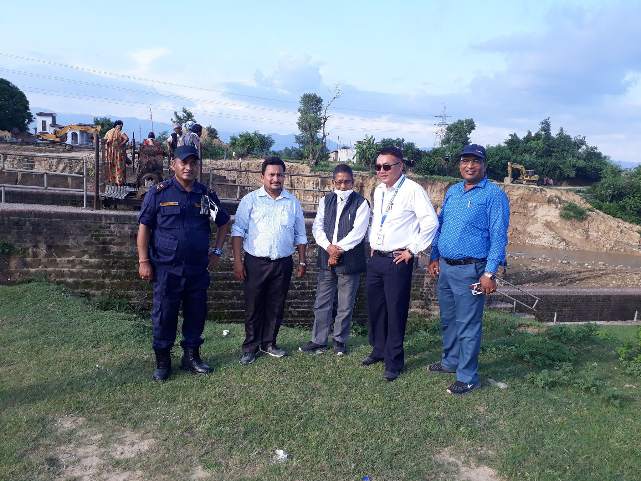 कोहलपुर मेयरको बन्दा पुलको स्थलगत अनुगमन,कटान चाडो रोक्न निर्देशन