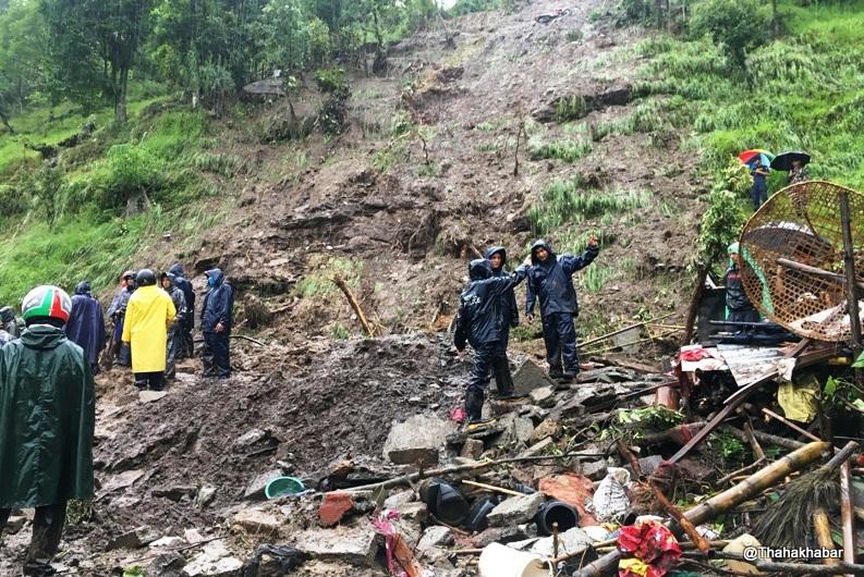 कास्कीको माछापुच्छ्रे गाउँपालिका–८ खोराको मुखमा पहिरोमा परी तीनजनाको मृत्यु