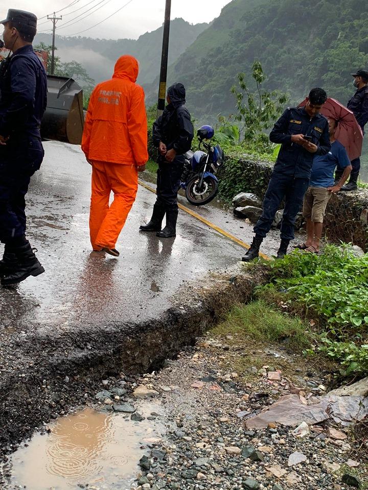 नारायणगढ–मुग्लिन सडक थप धसियो