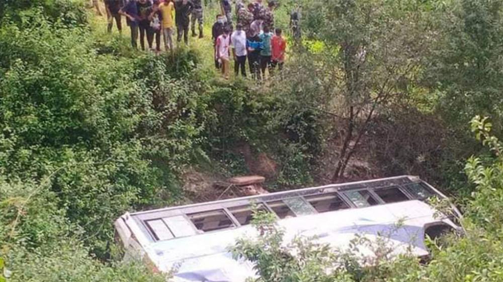 डोटी बस दुर्घटना : मृत्यु हुने ३ जनाको सनाखत