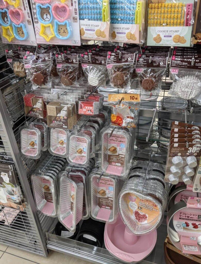 ダイソー カラフルクッキー抜き型、クッキースタンプ(アルファベット・カタカナ)、ケーキカップ、ガトートレー、アルミパウンドケーキ型、星形スイーツカップ