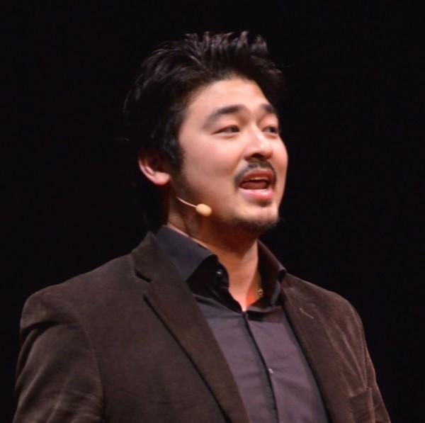 Yu-kai speaking at TedXLausanne