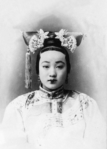 ca. 1860s --- Cixi, both as Empress and as Empress Dowager effectively ruled China from 1861 until her death in 1908. The Empire collapsed three years later. --- Image by © Bettmann/CORBIS