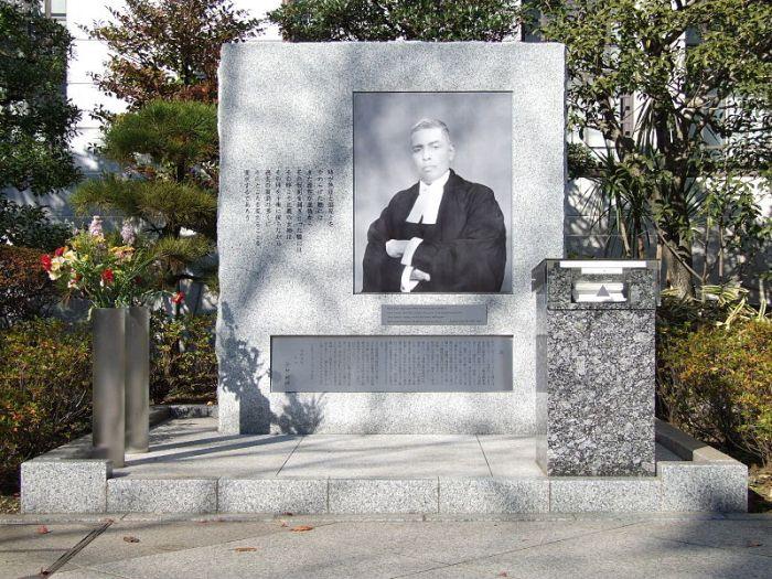 800px-Yasukuni_Radha_Binod_Pal_Commending_Stele