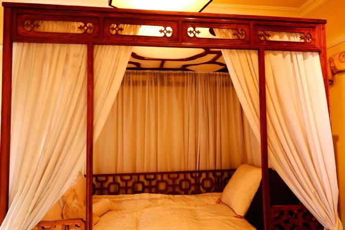 豪華なベッド