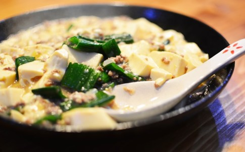 とっても簡単!辛くない麻婆豆腐の作り方♪ひき肉と玉ねぎが豆腐のおいしさを引き立てる♪