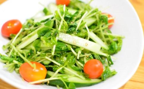 食欲そそる♬豆苗ときゅうりのうま塩サラダ★のレシピ