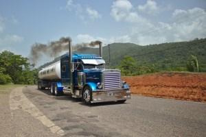 一般時が知らない、長距離トラックドライバーの生活とは