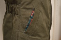 Added single welt pockets with the same tartan fabric as the lining.