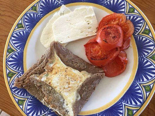 朝食にクレープ