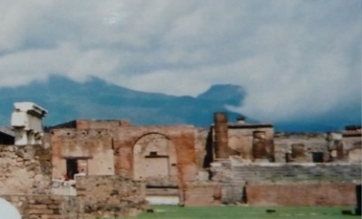 当時のポンペイの古代遺跡