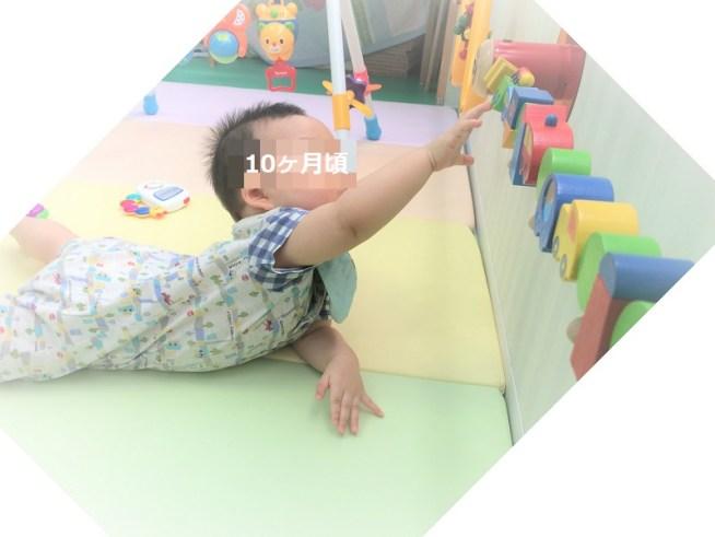 子育て支援センターで遊ぶ子供