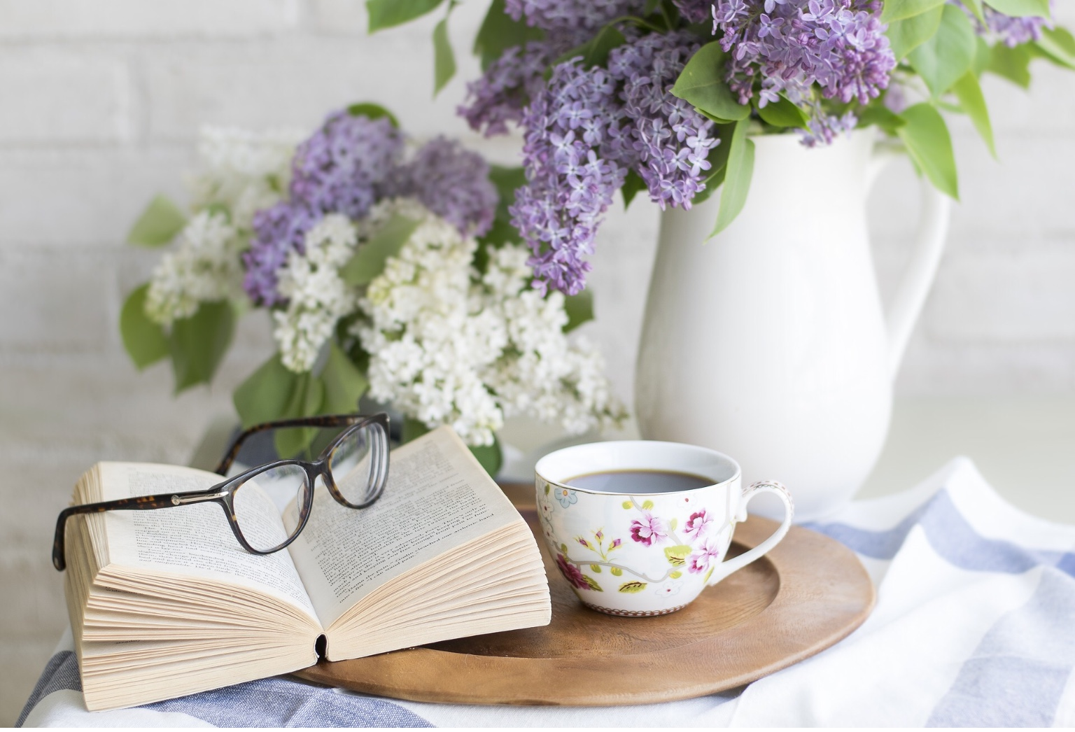 花と本の画像
