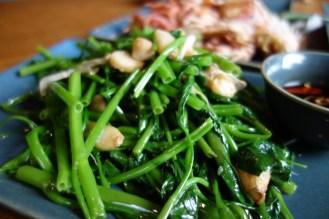空芯菜のニンニク炒めは安定の旨さ