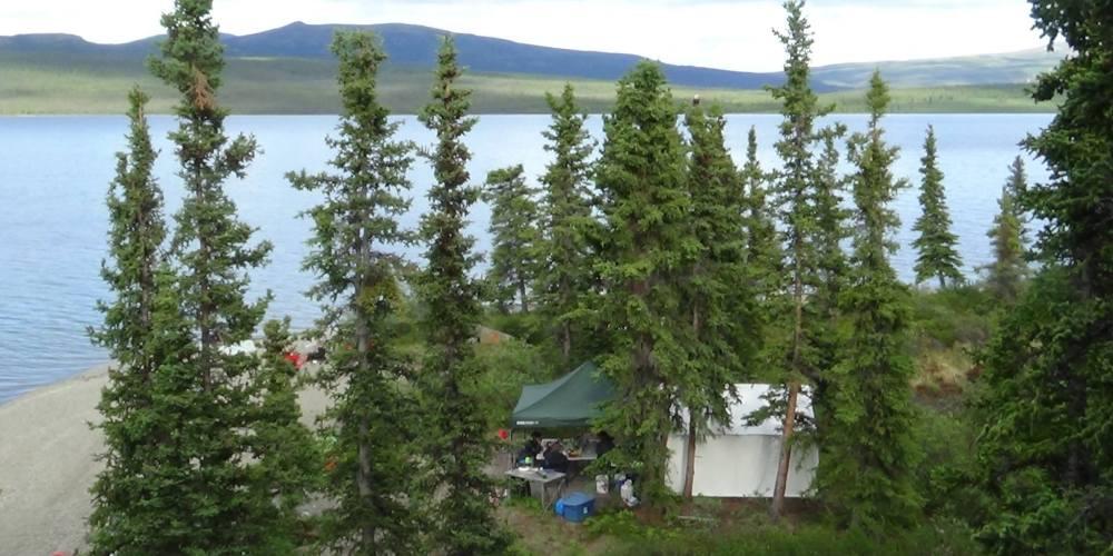 Campement de pêche estival du Yukon