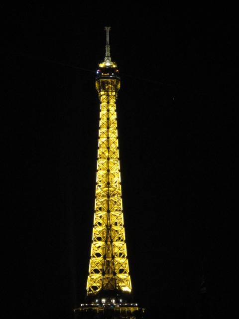 高貴的艾菲爾鐵塔女士 | 巴黎民宿.散步巴黎民宿