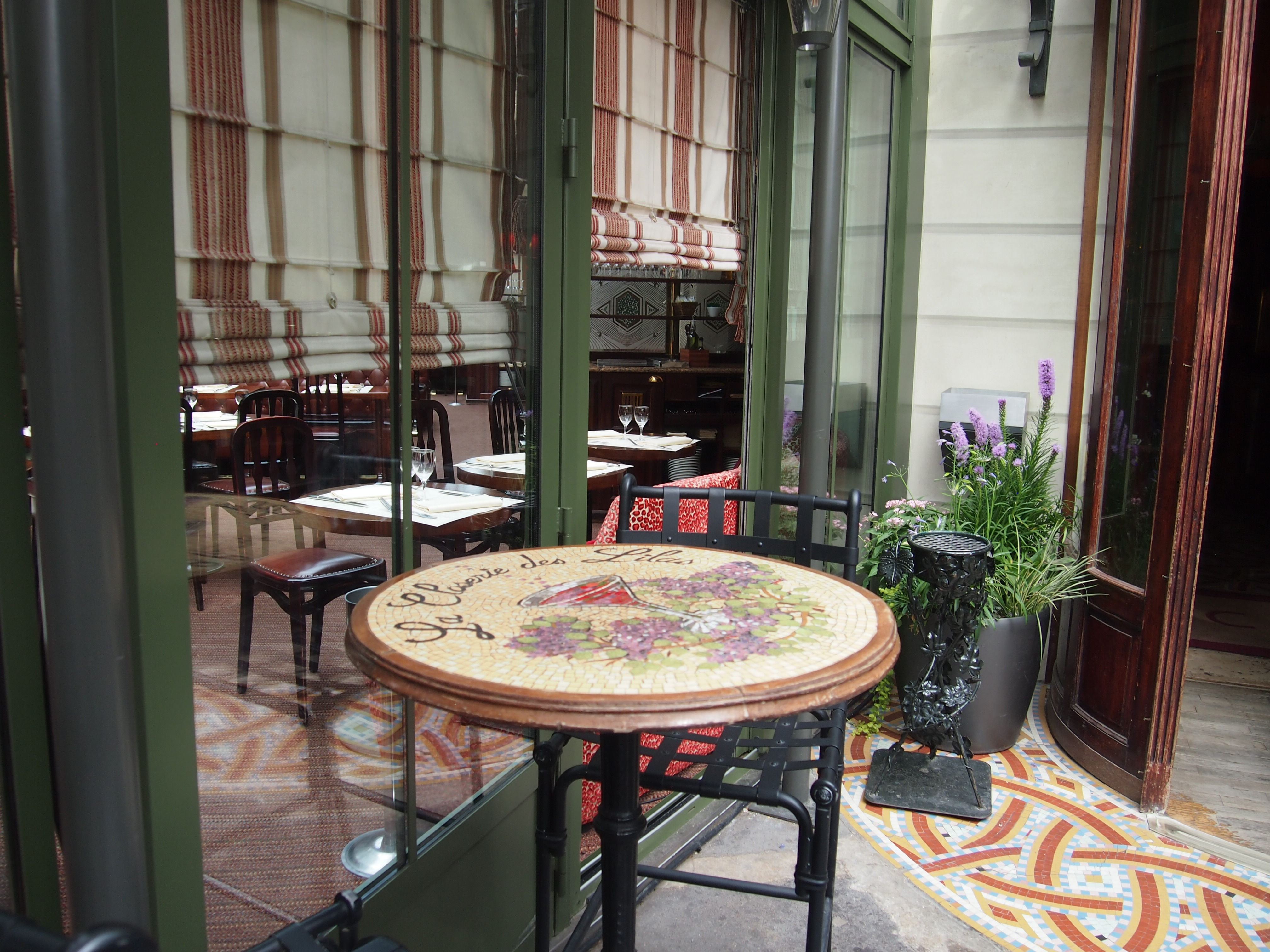 在綠意扶疏的丁香園, 彷彿遇見了1920年的海明威 | 巴黎民宿.散步巴黎民宿