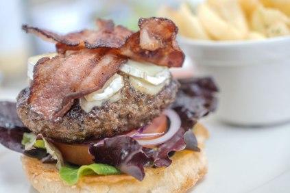 Y-juicy-gourmetburger