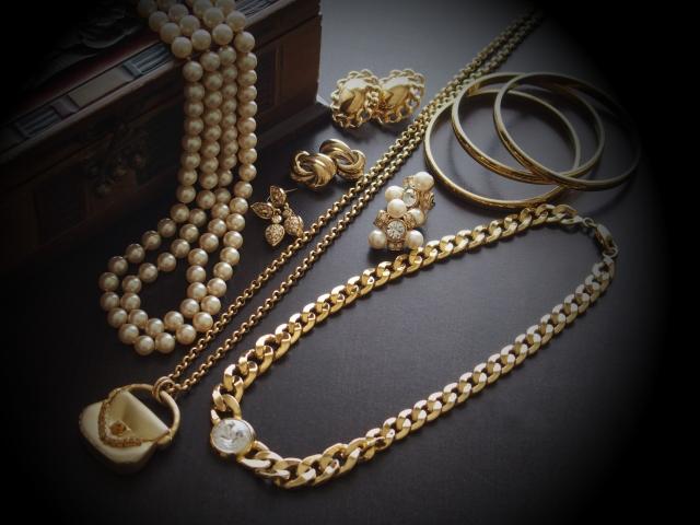 gold-accessaries