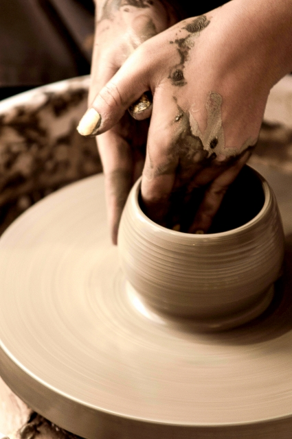 粘土で陶芸