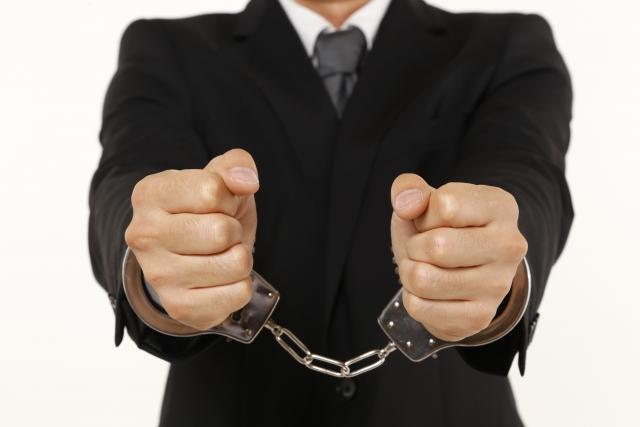 犯罪を犯して警察に自首する