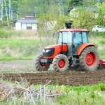 田んぼを耕す