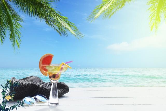 砂浜に強い日差しが射す