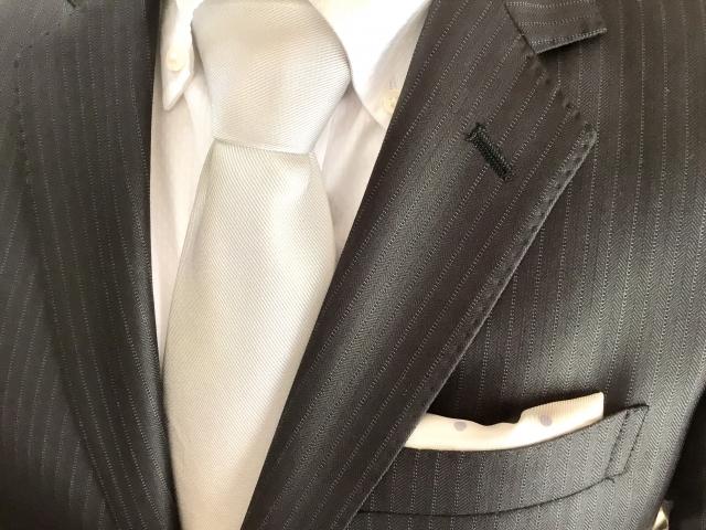 いいスーツを着こなす