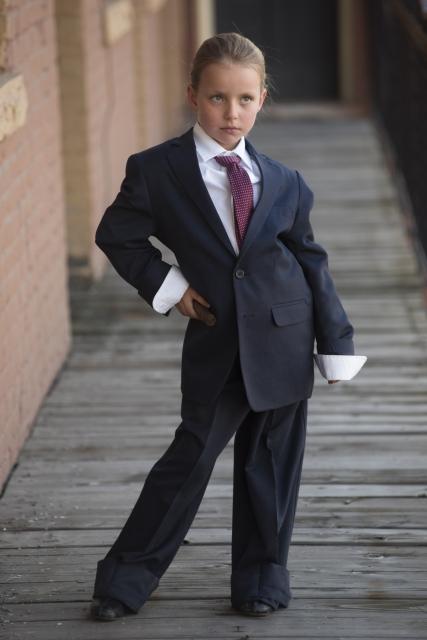 サイズの合わないスーツ