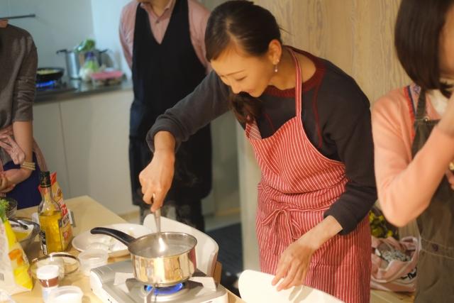料理を教える