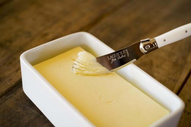 バターを食べる